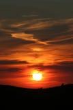 Por do sol alaranjado da montanha imagens de stock