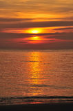 Por do sol alaranjado do oceano imagem de stock royalty free