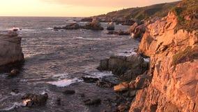 Por do sol ao longo da costa de Big Sur video estoque