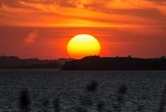 Por do sol - ao sul de Fyn, Dinamarca imagem de stock royalty free