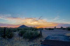 Por do sol do Arizona no deserto fotografia de stock royalty free