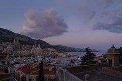 Por do sol: Arquitetura da cidade de Monte - de Carlo, Mônaco imagem de stock royalty free