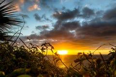 Por do sol atmosférico em Madeira, Portugal imagem de stock