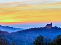 Por do sol atrás da igreja de Guegel Fotos de Stock Royalty Free