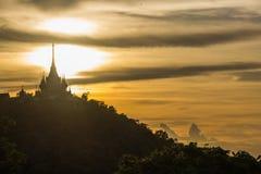Por do sol atrás do pagode Imagens de Stock