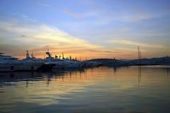 Por do sol atrás dos barcos Grécia imagens de stock royalty free