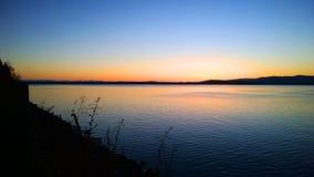 Por do sol azul da baía Imagens de Stock