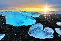 Por do sol azul do preto do gelo Foto de Stock