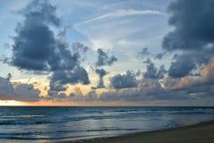 Por do sol bonito/céu do nascer do sol Imagens de Stock