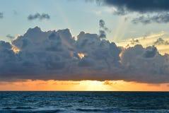 Por do sol bonito/céu do nascer do sol Fotografia de Stock Royalty Free