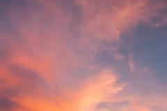 por do sol bonito, céu e nuvens Imagem de Stock