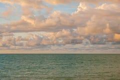 por do sol bonito, céu e nuvens Fotografia de Stock
