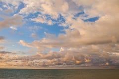 por do sol bonito, céu e nuvens Fotos de Stock