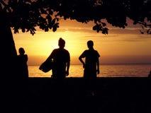 Por do sol bonito com as duas mulheres indonésias Imagens de Stock