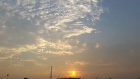 Por do sol bonito com nuvens Fotografia de Stock