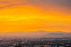 Por do sol bonito da arquitetura da cidade em Songkhla Tailândia Foto de Stock Royalty Free