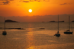 Por do sol bonito de Ibiza em Cala Conta, Ibiza, perto de San Antonio imagens de stock