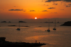 Por do sol bonito de Ibiza em Cala Conta, Ibiza, perto de San Antonio imagens de stock royalty free