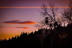 Por do sol bonito e romântico na paisagem dreamlike de Styria imagem de stock