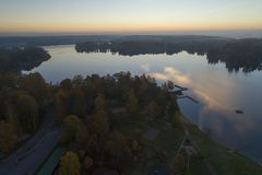 Por do sol bonito em Katrineholm, Suécia, Escandinávia imagens de stock