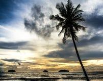 Por do sol bonito em Koh Chang, Tailândia imagem de stock royalty free