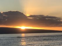 Por do sol bonito em Maui! imagens de stock royalty free