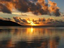 Por do sol bonito em Maupiti, Polinésia francesa imagem de stock royalty free