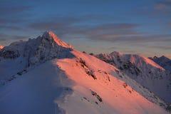 Por do sol bonito em montagens de Tatra imagens de stock royalty free