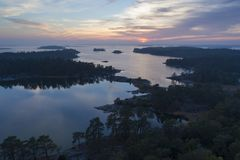 Por do sol bonito em Stendorren, Nykoping, Suécia, Escandinávia fotografia de stock