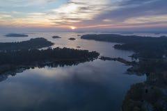 Por do sol bonito em Stendorren, Nykoping, Suécia, Escandinávia imagem de stock royalty free