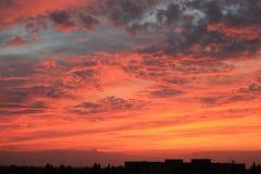 Por do sol bonito na cidade da noite Imagem de Stock Royalty Free