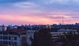 Por do sol bonito na cidade de Chisinau fotografia de stock