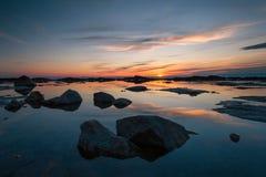 Por do sol bonito na costa oriental do Lago Baikal Foto de Stock Royalty Free