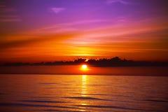 Por do sol bonito na praia Fotografia de Stock Royalty Free