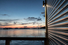 Por do sol bonito no lago Tailândia do songkhla Fotografia de Stock