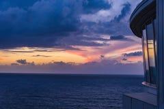 Por do sol bonito no mar Imagens de Stock