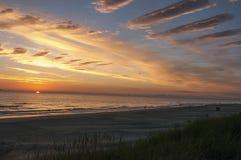 Por do sol bonito no mar Báltico Imagem de Stock