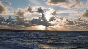 Por do sol bonito no mar da praia filme