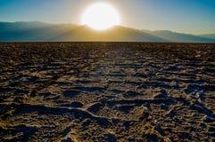 Por do sol bonito no nacional de Badwater o Vale da Morte Foto de Stock