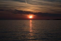 Por do sol bonito no oceano Fotos de Stock Royalty Free