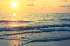 Por do sol bonito no oceano nave Imagens de Stock