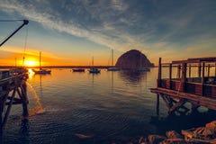 Por do sol bonito no porto da baía de Morro, Califórnia fotografia de stock royalty free