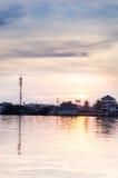 Por do sol bonito no rio de Maeklong Fotos de Stock Royalty Free