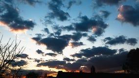 Por do sol bonito, nuvens bonitas no alvorecer Fotografia de Stock Royalty Free