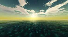 Por do sol bonito, nuvens e sol do mar acima da água Fotos de Stock Royalty Free
