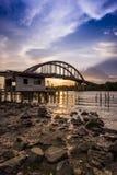 Por do sol bonito perto do rio Malásia de Kedah onde todo o pescador vivo Imagem de Stock
