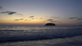 Por do sol bonito que negligencia o mar e o horizonte filme