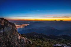 Por do sol bonito sobre a cidade, vista panorâmica cênico Foto de Stock Royalty Free