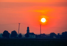 Por do sol bonito sobre a igreja Foto de Stock