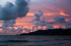 Por do sol bonito sobre o mar imagem de stock